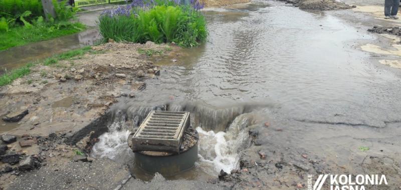 Robotnicy uszkodzili wodociąg przy ul. Słonecznej